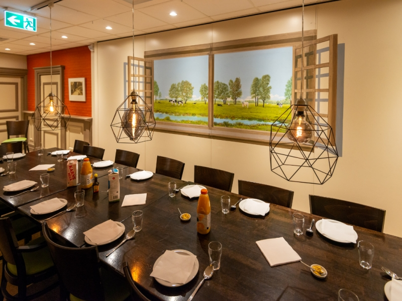 0022 Aan tafel in De Kwaker met mooi uitzicht.jpg
